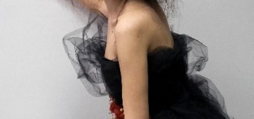 黒の大きいドレス